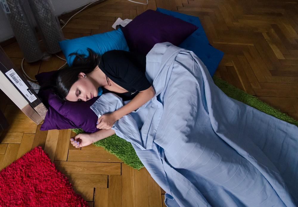 pierde mai multă greutate de somn sau trează)